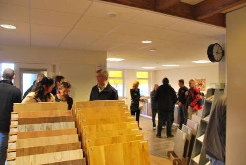 Houten Vloeren Zwolle : Houten vloeren texel opent showroom dibebo tekstproducties